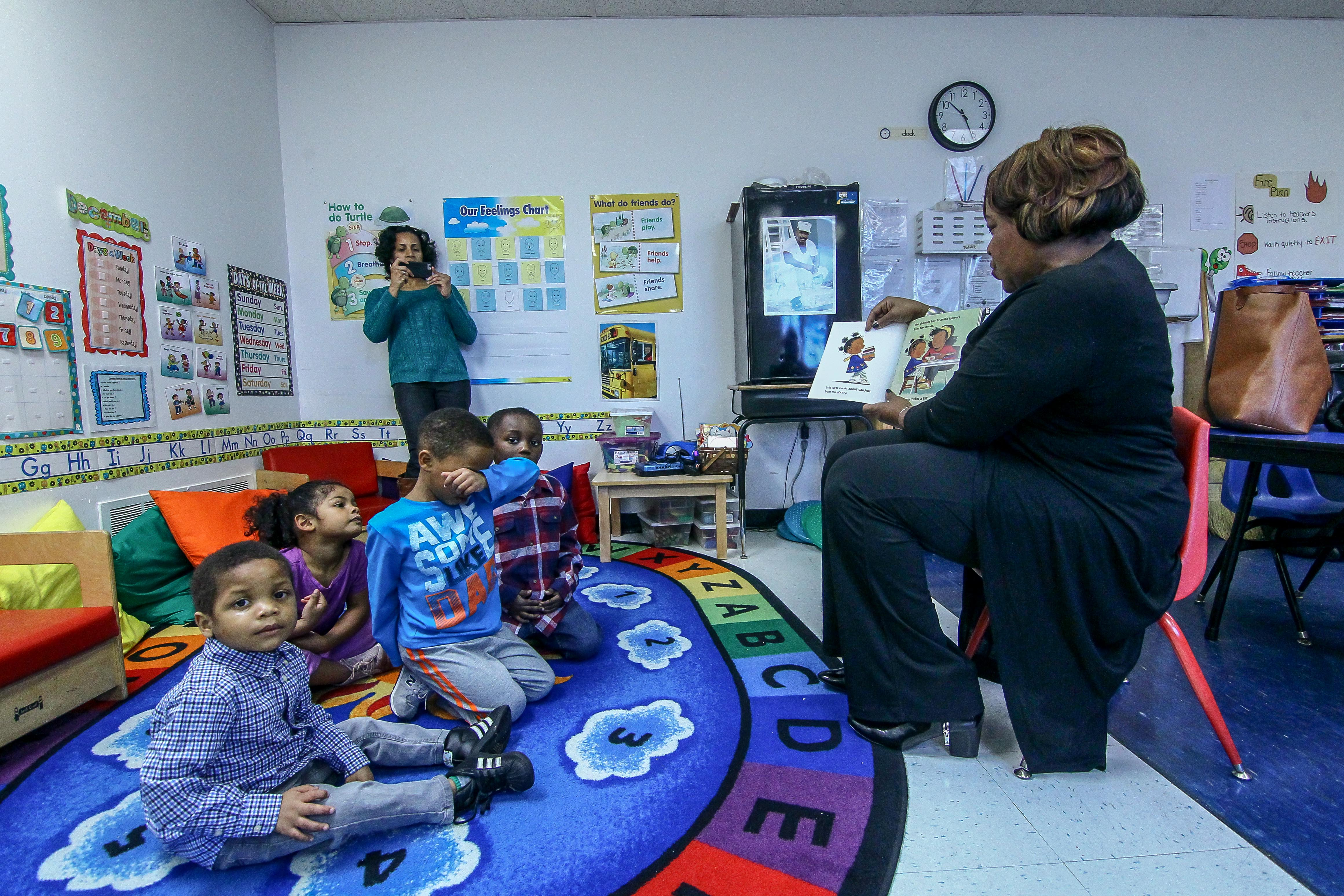 Councilwoman Michelle Harlee reads to a group of students at a Wilmington Head Start program