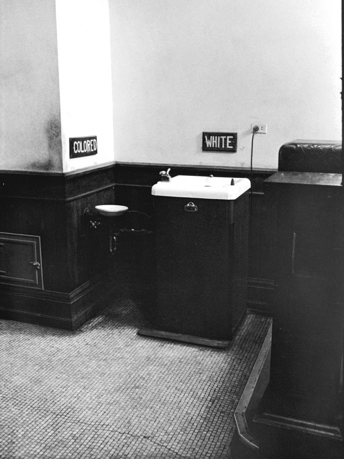 Photo of segregated drinking fountains in Albany, Georgia, 1962 - Courtesy of Delaware Art Museum